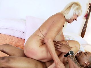 Blonde with massive jugs having oral fun with hot bang buddy