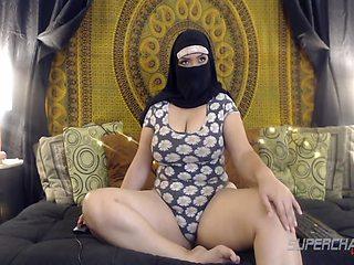 Big Butt Arabian Bbw Babe Arab Saadi Showing Off Her Legs On Webcam