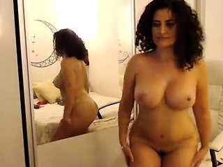 Bodacious Latina milf puts her wonderful curves on display