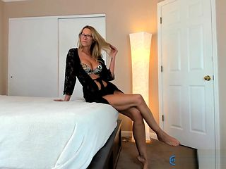 Foxy Milf PAWG Camgirl Jess Ryan Teasing In Sexy Lingerie