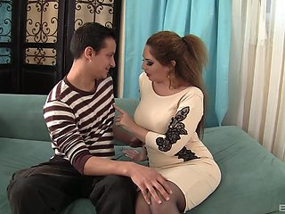 Aroused amateur mom wants her son to fuck her in merciless ways