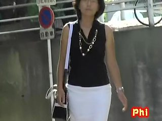 Classy Asian milf with no panties sharked on the street