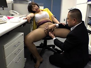 Voluptuous Asian secretary in pantyhose needs to get fucked