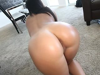 Randy MILF looks absolutely stunning when naked and banged