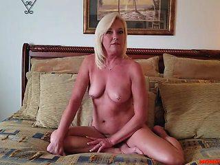Mom rides her stepson on lonely nights