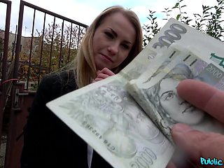 Insolent blonde enjoys the money for a nice fuck in the park