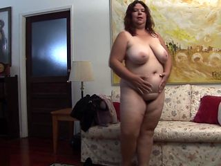 Big housewife toys her pussyhole