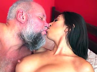Frida Sante pleasures bearded daddy in her bedroom