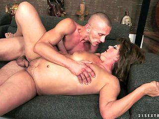 Redhead with big bottom gets her mouth stuffed full of rod in dick sucking action with hot fuck buddy