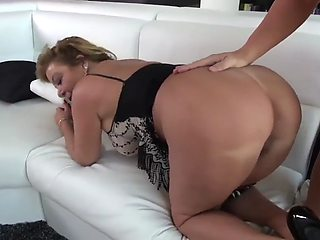NEW  . BBW BEAUTIFUL REAL MOM IN LOVE WITH SON she loves his muscles and the way he fucks her