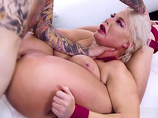 London Rivers gets an anal fisting in BDSM dungeon
