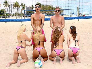Bikini Beach Volleybal Blowjob Party
