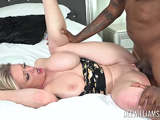 Married woman feels warm sperm creaming her vag after a wild interracial