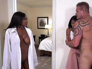 White man manages to please Ebony MILF and her daughter