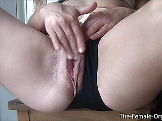 Steamy Mature MILF Juicy Pussy and Clit Hopping Orgasm Closeup