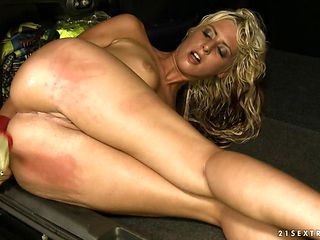 Blonde having oral fun with hot bang buddy