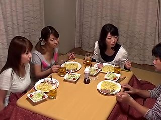"""Kotatsu Is The Hangout Of The Sisters Why Do Not You Put In The Room """"kotatsu"""" Will Hit In The Lottery!"""