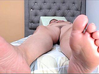 Nikki aka Nikki Swallows foot fetish foot job at doctors