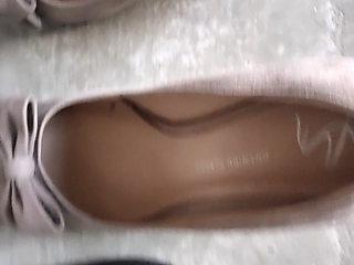 Peeing in her stilettos is a treat
