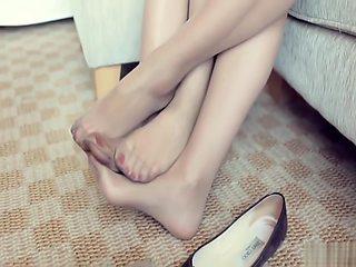 Pantyhose shoeplay