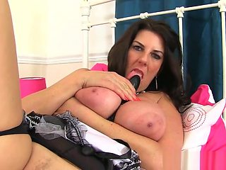 Euro milf Annabelle More is your helpful maid today