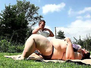 The largest SBBW woman in Europe facesitting