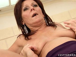 Mature is good at schlong sucking and loves it