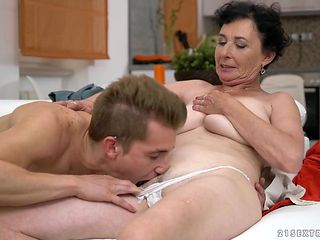 Mature tramp with gigantic knockers is a blowjob addict that loves guys erect love torpedo