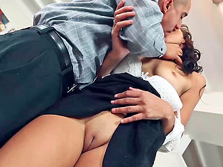 Amateur ebony slut is sucking a cock and having her pussy licked