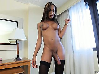 Watch horny transsexual Kayla Biggs masturbate her juicy