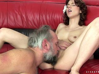 Mature shows her dick sucking talents