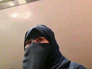Wolter's Hijab Bitch 005