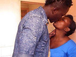 GHANA UNIVERSITY TEACHER-STUDENT SEX TAPE IN DORM