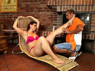 BBW mature makes her lover cum during bj