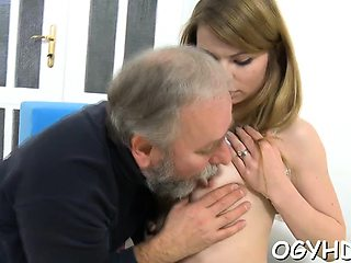 Curvaceous russian gf gets shaved gash fucked