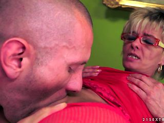 Blonde with juicy booty is horny as hell and sucks dudes stiff love wand with wild desire