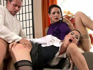 Playsome hottie Virus Vellons prepares for blowjob