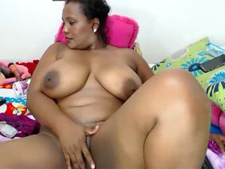 Ebony bbw pussy handjob