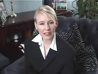 British Amateur DIrty talking therapist gets turned on