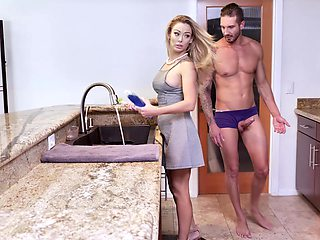 facial and cum in mouth are things that Isabelle Deltore adores to do
