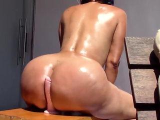 Braziilian Mama Shaking Phat Ass 4 BBC.