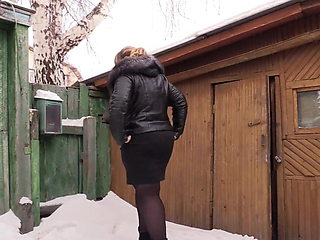 Russian BBW piss on snow