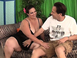 Sexy and horny Mexican plumper pampers her fuck buddy's