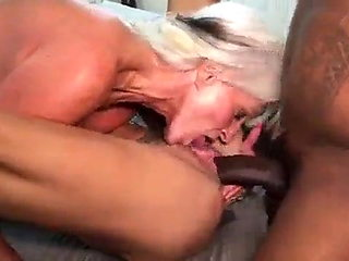 A bull like me love a couple of MILF to fuck