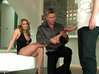 Long legs MILF Ana Monte Real loves getting her feet sucked