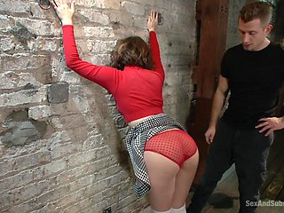 Submissive Yhivi wants to experience BDSM sex game with her lover
