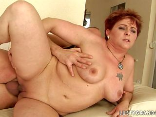 Mature with phat butt knows no limits when it comes to blowing her fuck buddys tool