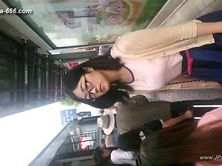 chinese girls go to toilet.117