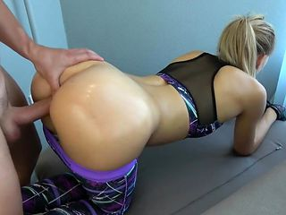 Fitness girl with a big ass takes cum on it - www .soo .gd/Pussy Licking