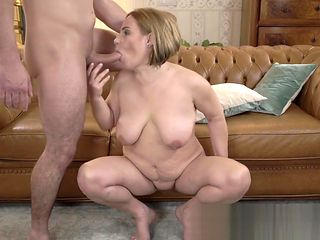 Cougar slut sucking and riding dick
